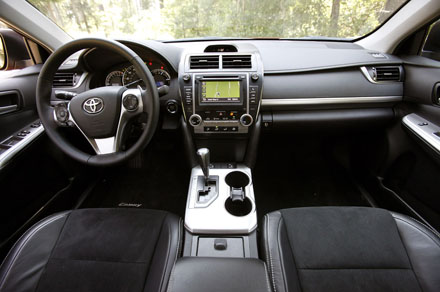 xe-toyota-camry-2015-5
